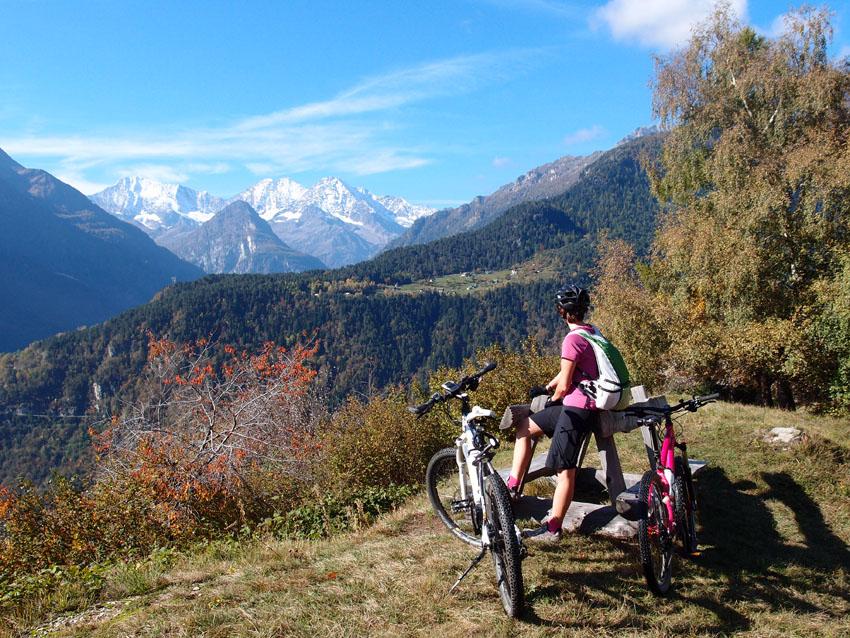 Salendo verso Solcio panoramica su montagne Sempione_A.Pirocchi
