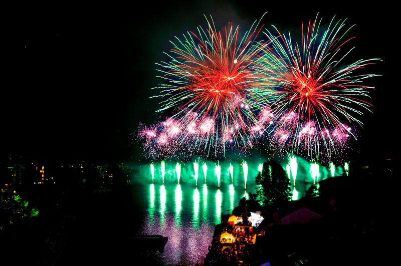 """Protagoniste à Omegna la Compagnie Parente Fireworks avec """"Elements"""""""