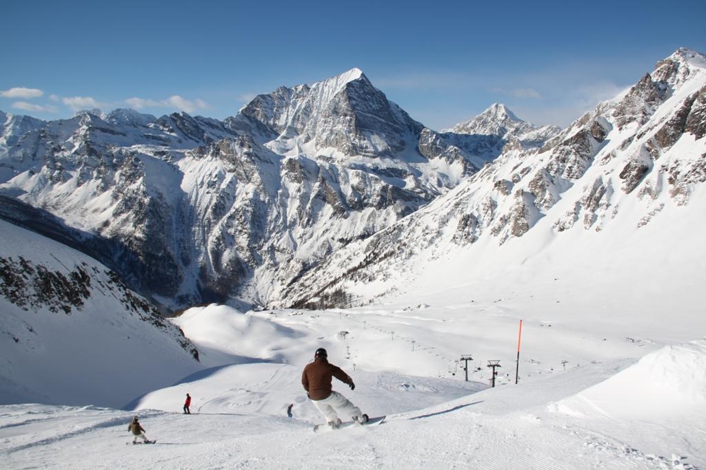 """""""Neveazzurra"""": el paraíso de los deportes invernales"""