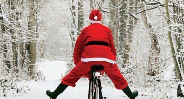 Babbo Natale In Bicicletta.Arona Mostra Natalizia Babbo Natale Arriva In Bicicletta