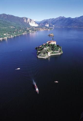 Der lago maggiore for Lago srl